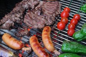 ③肉も野菜もまるごと焼くのが伊豆高原学園スタイル